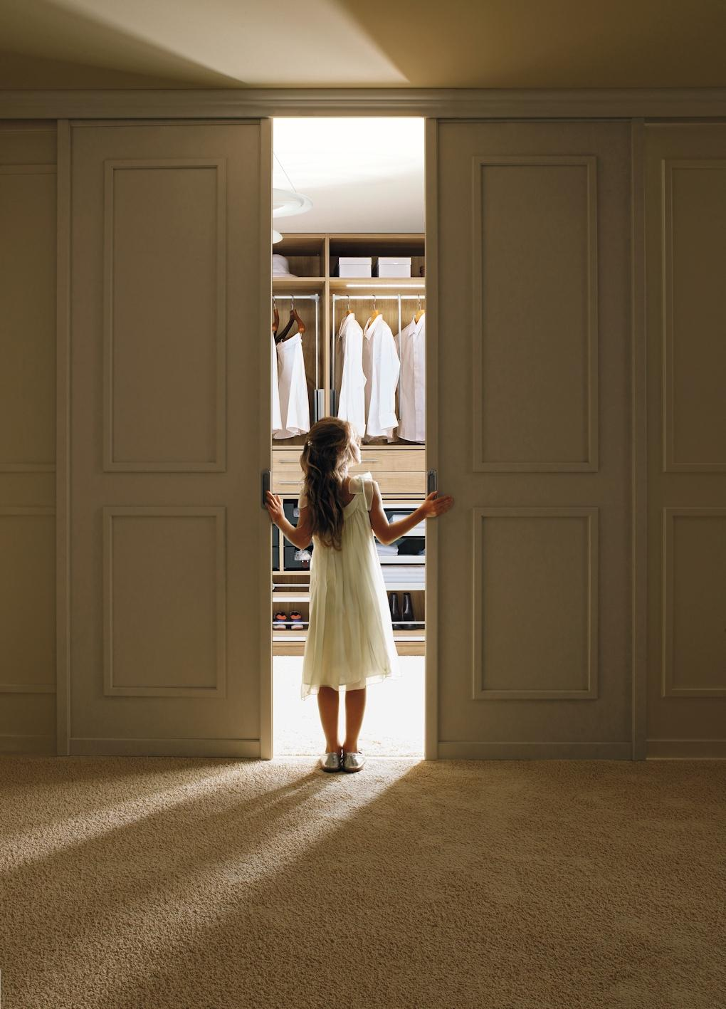 integrierter begehbarer kleiderschrank bilder id. Black Bedroom Furniture Sets. Home Design Ideas