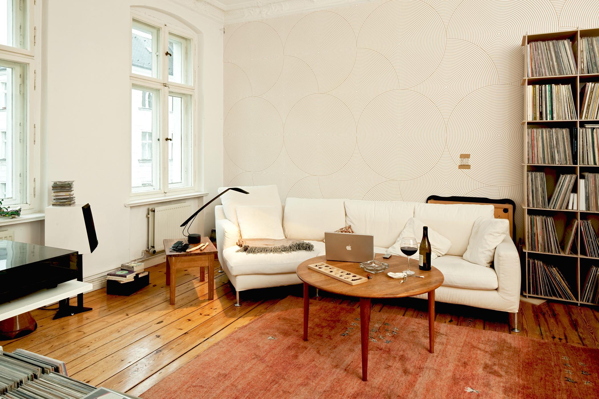 Silberfarbener couchtisch bilder ideen couch for Beistelltisch couch holz