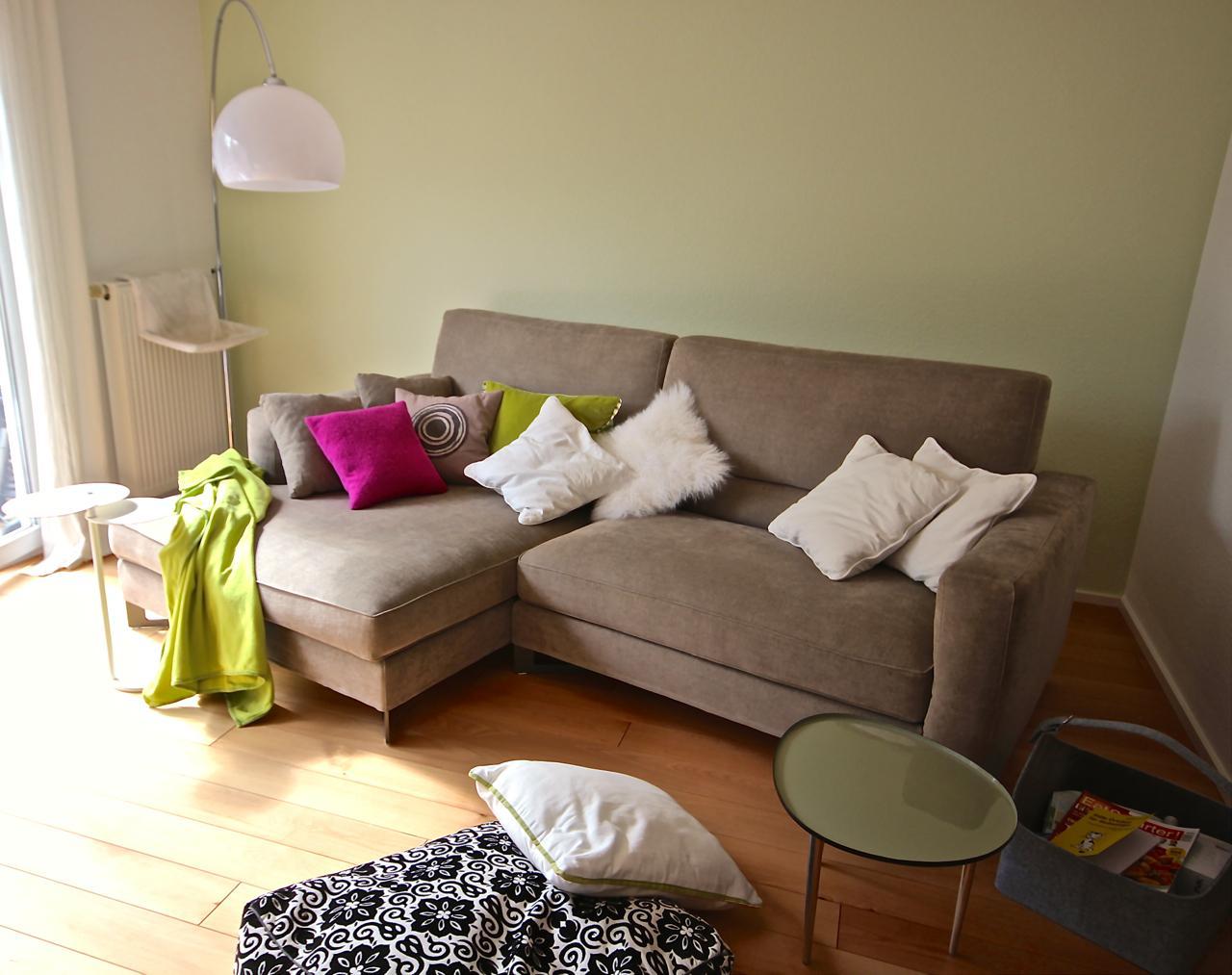 gr ne wandfarbe bilder ideen couchstyle. Black Bedroom Furniture Sets. Home Design Ideas