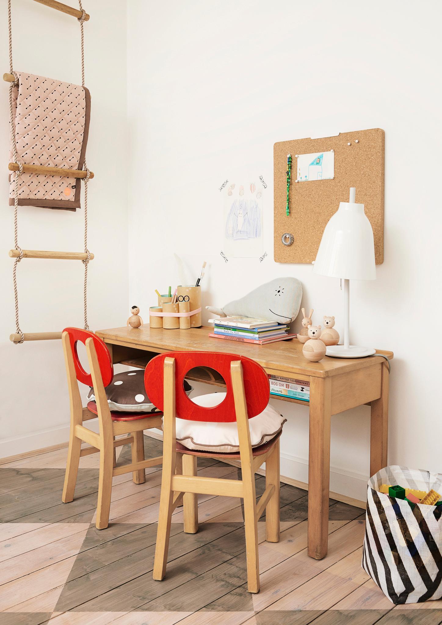schreibtischstuhl bilder ideen couchstyle. Black Bedroom Furniture Sets. Home Design Ideas