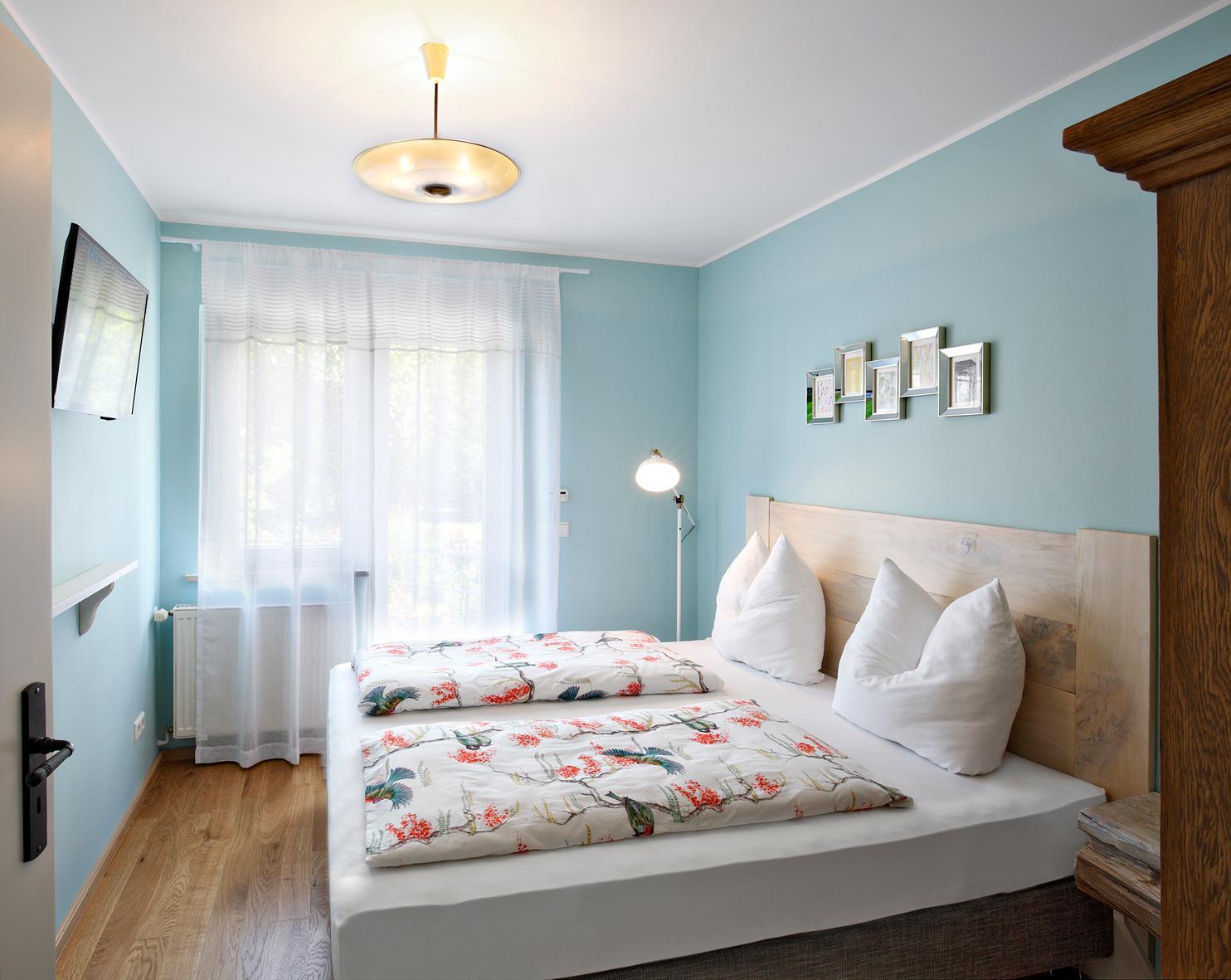 kleine schlafzimmer bilder ideen couchstyle. Black Bedroom Furniture Sets. Home Design Ideas