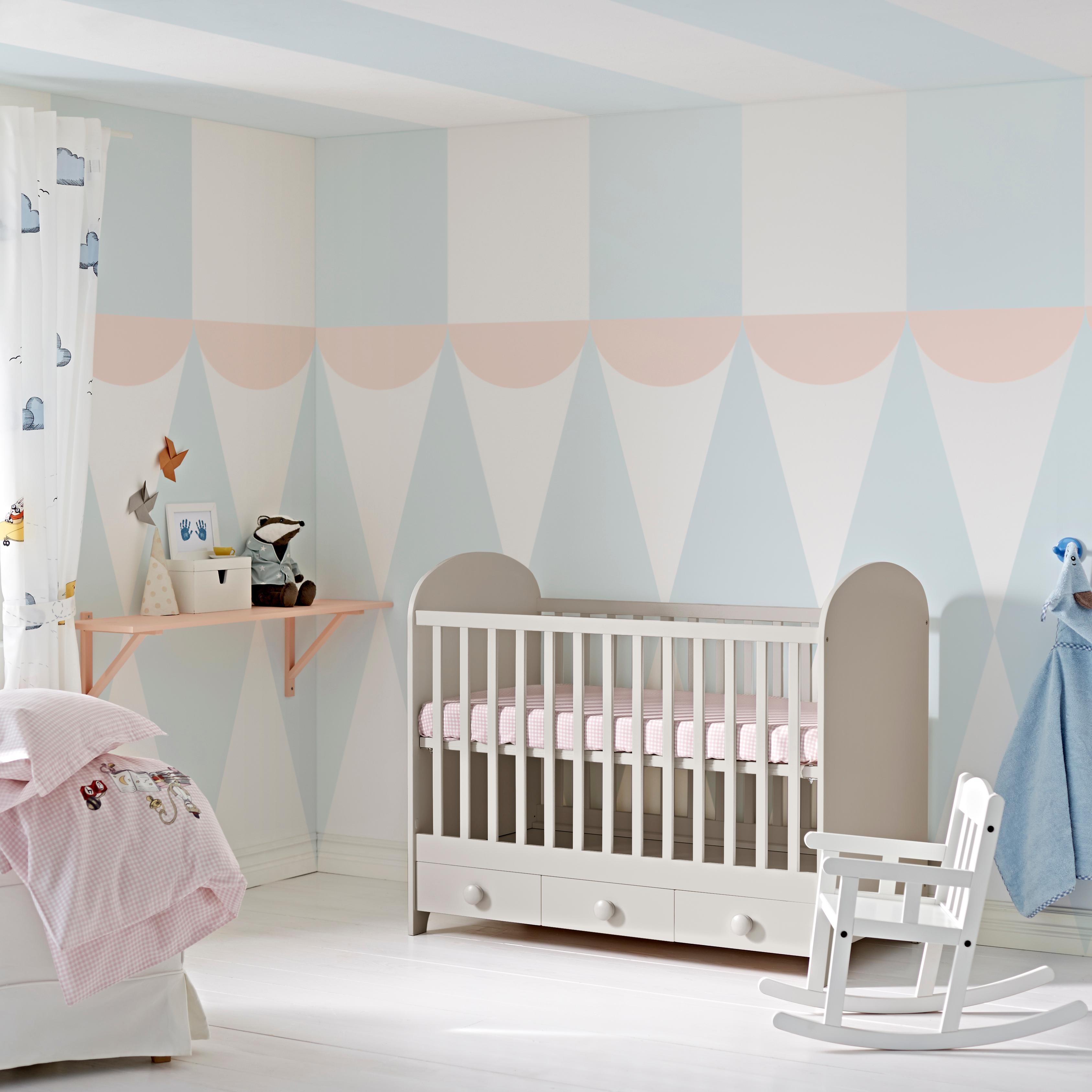 Blaue wandgestaltung bilder ideen couchstyle for Schaukelstuhl babyzimmer